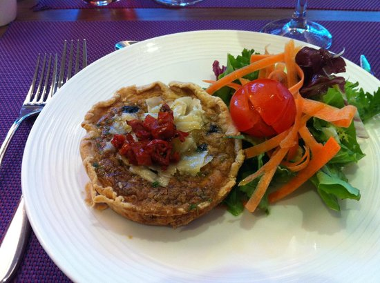 BEST WESTERN Le Lavarin : Hotel  restaurant - wonderful olive tart