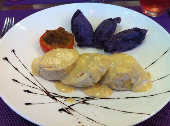 BEST WESTERN Le Lavarin : Hotel restaurant - chicken roulade