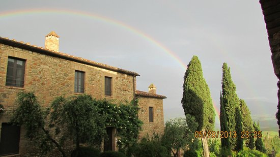 Castello Banfi - Il Borgo: Saw a rainbow walking to dinner one night