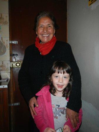 Casa de Dina: Dina et son sourire attachant!