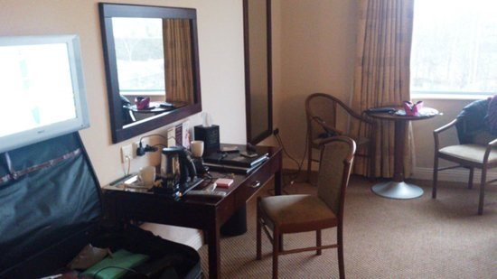 Park Hotel: Dressing Table & Seating area