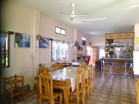 Lena House Restaurant: clean environment