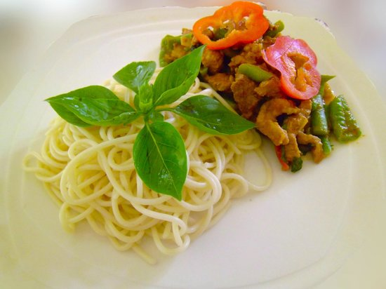 Lena House Restaurant: gang phet and spaghetti