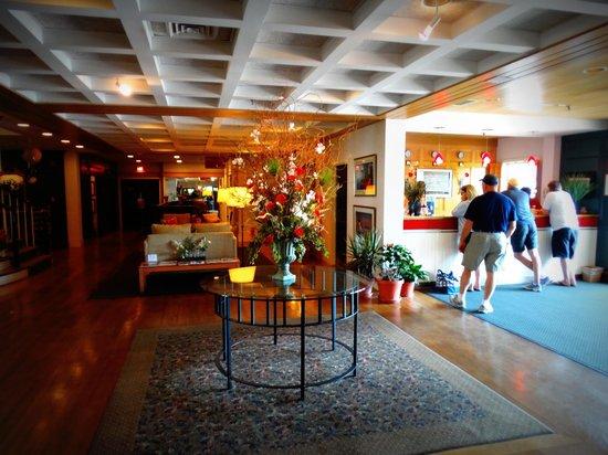 Nantucket Inn: Foyer Area