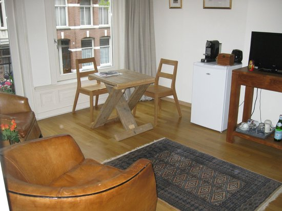 Le Quartier Sonang: Breakfast table