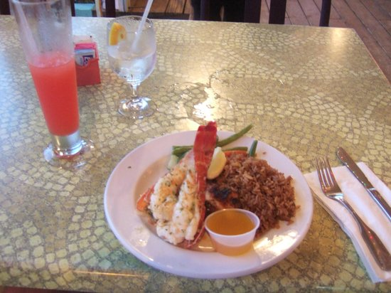 Le Med Mediterranean Restaurant: daily special lobster and grouper