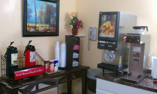 Vagabond Inn San Pedro : breakfast room new