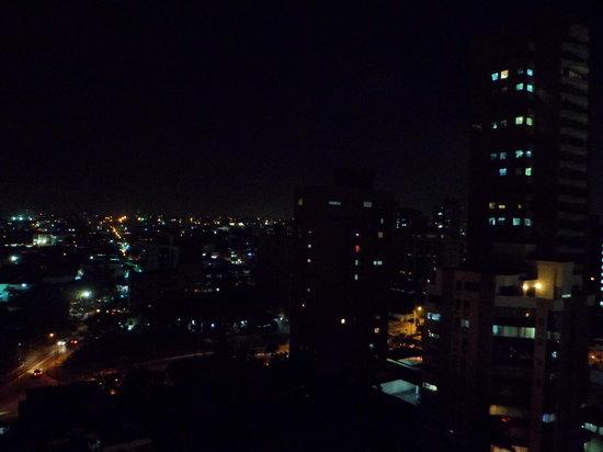 Hotel Barranquilla Plaza: Vista de noche desde la habitacion