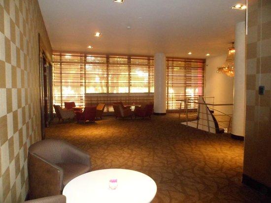 Hotel Soratama: entrada restaurante piso 2