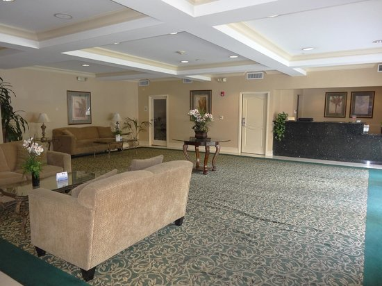 BEST WESTERN PLUS Media Center Inn & Suites: Desolated lobby mostly