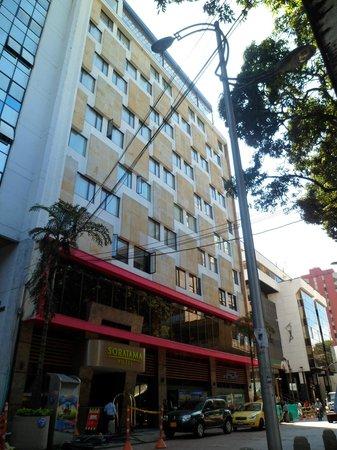 Hotel Soratama: Frente del hotel