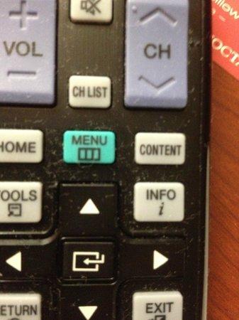 Magnuson Hotel : Dirty remote control