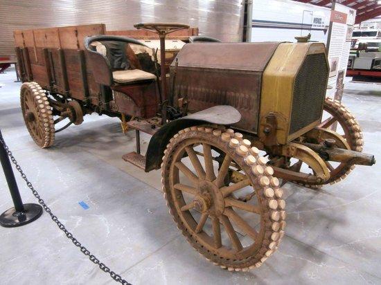 Walcott, IA: 1910 Avery Tractor / Gasoline Farm Wagon