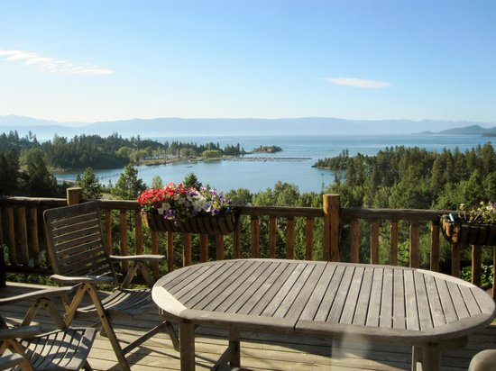 Outlook Inn Bed and Breakfast: View of Flathead Lake from the deck