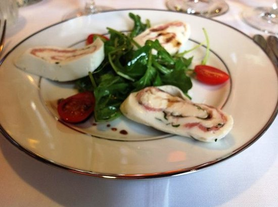 Blu' Island Bistro: House made Mozzarella....just over the top!