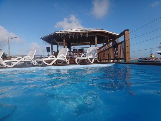 Long Island Breeze Resort: Pool side