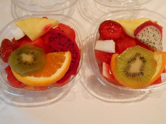 Barcelona Turisme Market and Culture in Vic Day Tour: Bowl of fruit 1 euro each