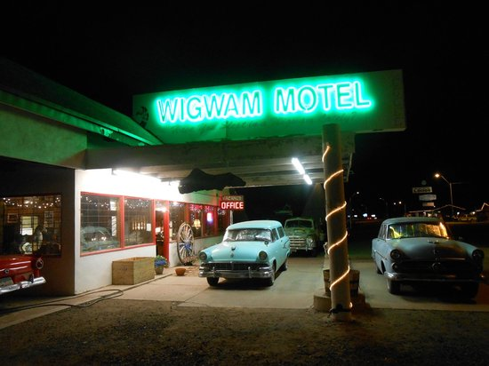 Wigwam Motel: The office at night with cool museum inside!!!