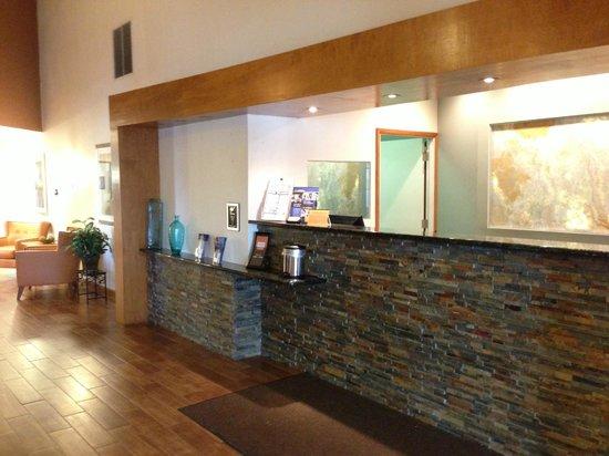 Best Western Davison Inn: Front Desk