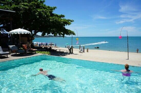 Lamai Wanta: pool and seawiev. .