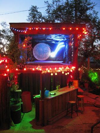 Alwun House: Back yard bar at night
