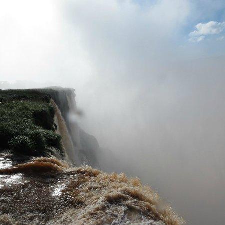 Abseiling in the Iguacu Canyon: alto y profunda a garganta