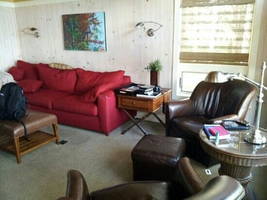 Larsmont Cottages on Lake Superior: living room