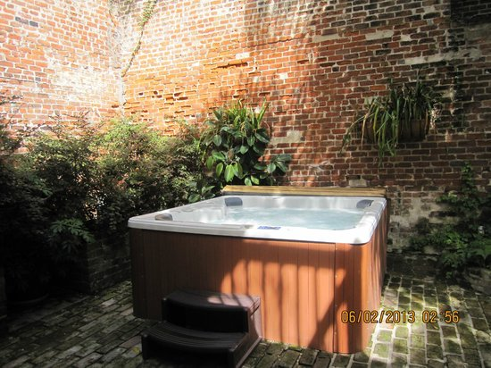 Dauphine Orleans Hotel : Hot tub