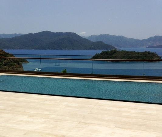 D-Hotel Maris: outside the lobby