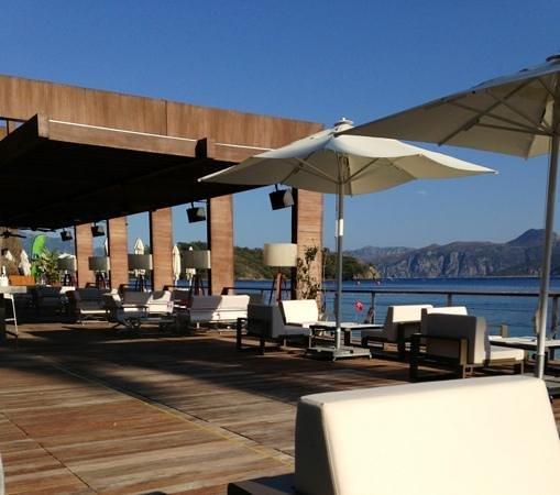 D Maris Bay : the bar on the beachfront