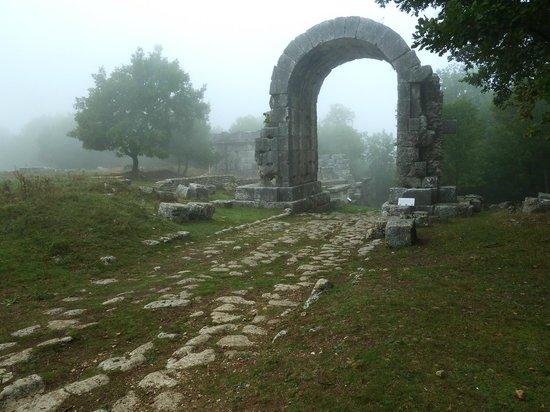Terni, Italy: Via Flamina Arch