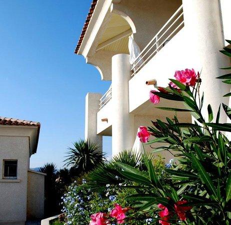 Bella Vista Residence: Facade