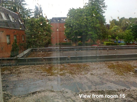 Highfield House Hotel: View from the window over the car park - one cannot always have a nice view.