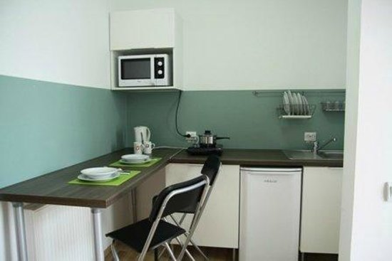 Studio ApartCity: ensuite kitchen