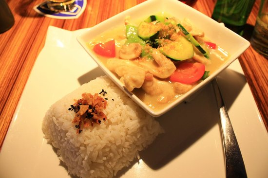 Ginger Asian Flavours : Green curry wtih chicken, prawns, and vegetables
