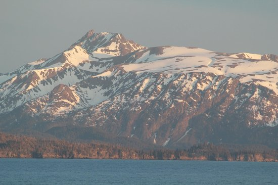 Bay Avenue Bed and Breakfast: Sunset view of Kachemak Bay from Bay Ave B7B.