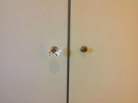 Hotel San Michele: maniglia dell'armadio mancante...