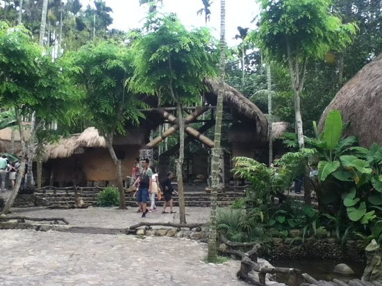 Areca Valley Tourist Resort of Hainan Ganza Ridge Primitive Culture: casa villaggio
