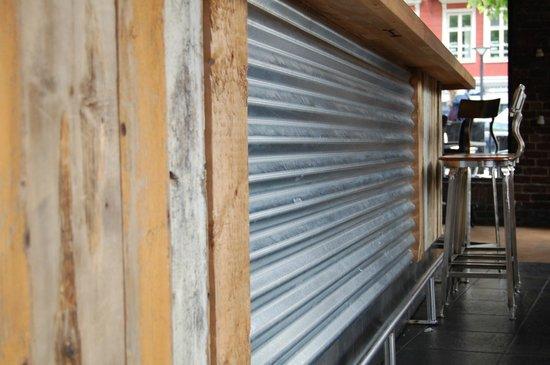 Barkollektiv: Bar made of old wood