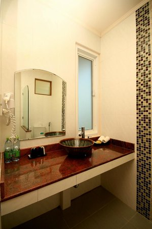Pinnacle Koh Tao Resort: Stylish bathroom