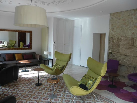 The Spanish Thyme Traveller Day Tours: The salon at Hotel Mont Sant