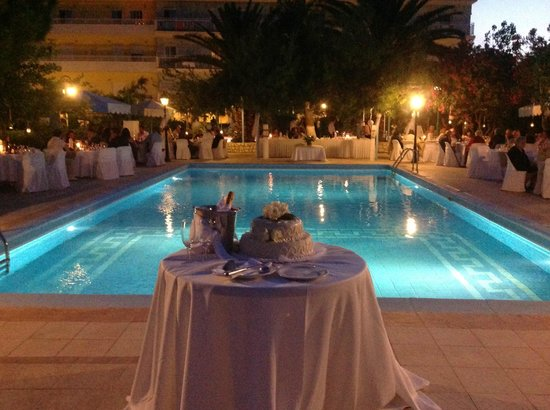 Hotel Summery: Wedding reception in the Hotel garden.