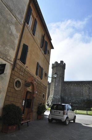 Il Barlanzone: The building