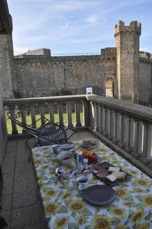 Il Barlanzone: The balcony and castle