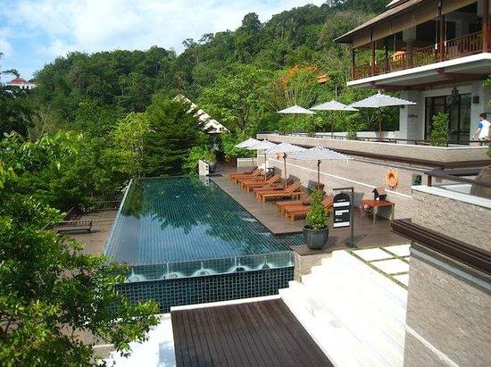 Villa Zolitude Resort and Spa: 右に見える建物がフロントです