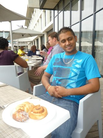 AHA Gateway Hotel: At breakfast