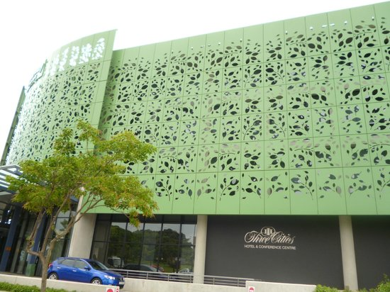 AHA Gateway Hotel: The hotel from outside