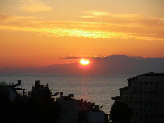 Febeach Hotel Side: Abends auf dem Balkon