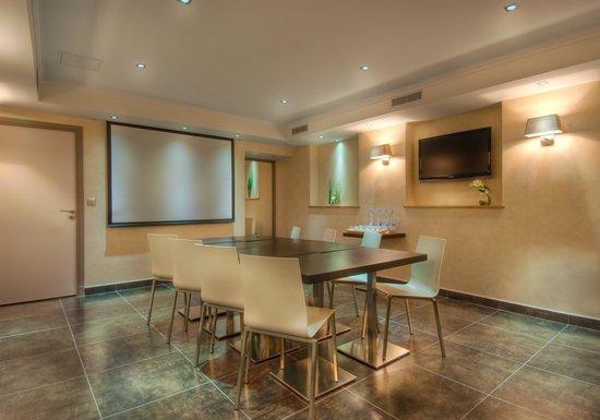 โรงแรมเคลาเดเบอนาร์ดแซงต์แชร์กแมง: Meeting Room