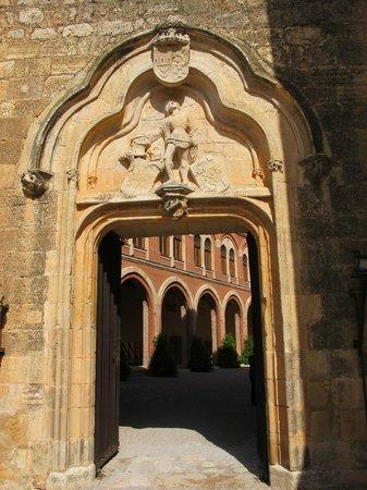 Entrada al castillo picture of castillo de belmonte - Entradas baratas castillo de las guardas ...